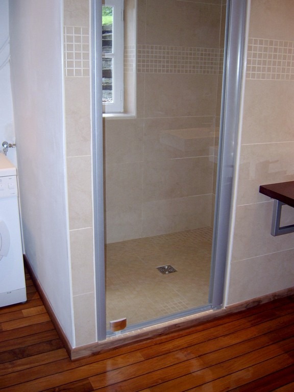 adh morbihan salle de bain grande douche plumelec