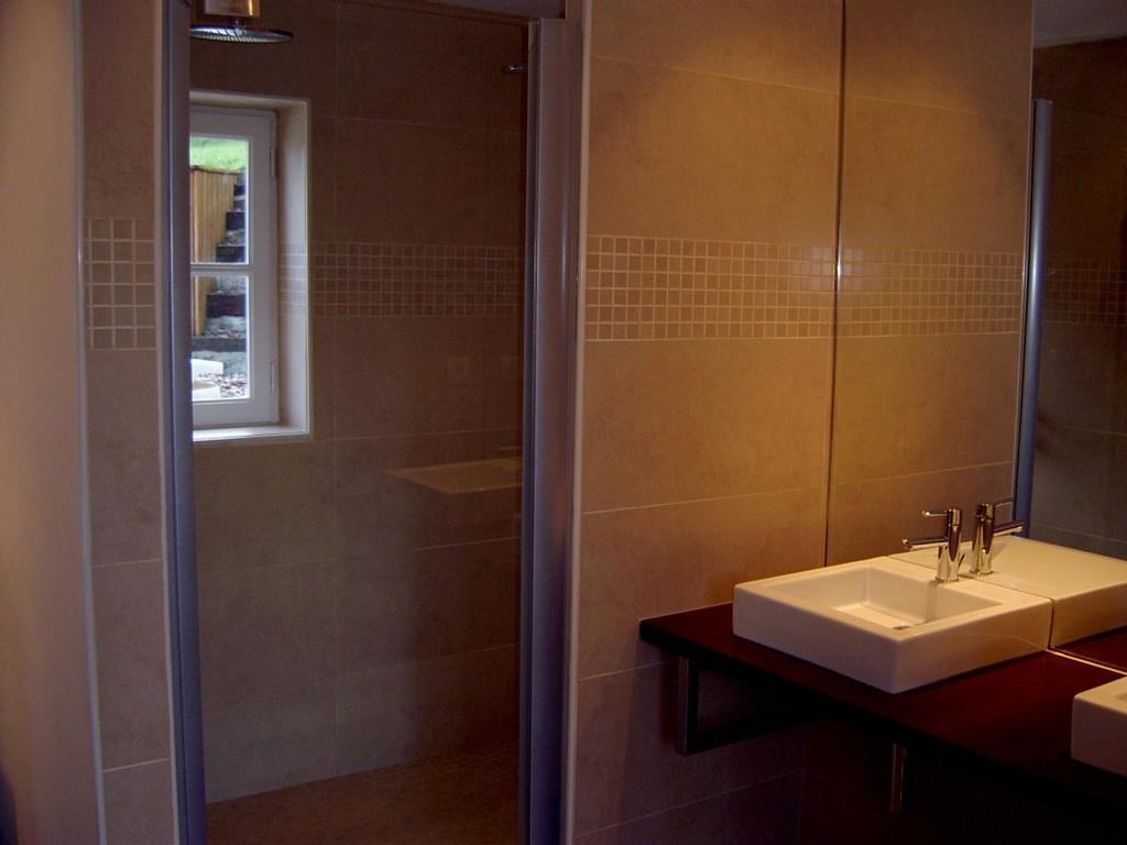 ADH Morbihan - Salle de bain grande douche - Plumelec