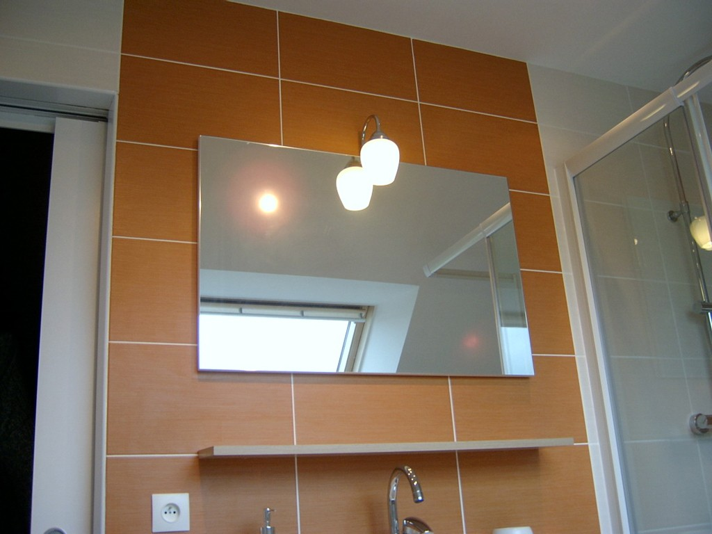 Adh morbihan salle de bain dans combles hennebont for Salle de bain dans comble